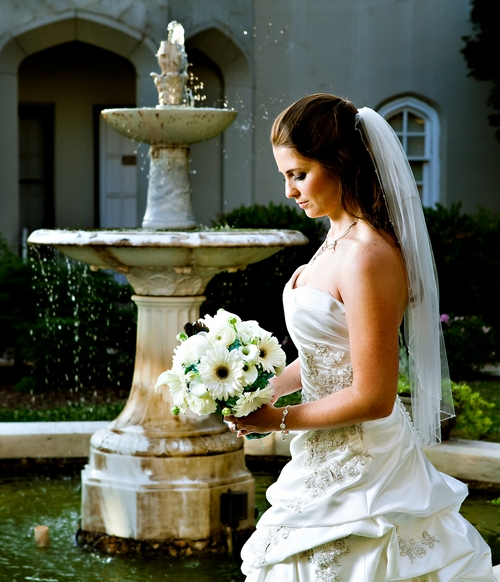 Callanwolde bridal portrait in courtyard by fountain