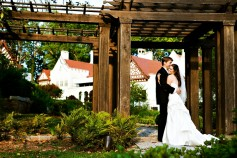 bride_and_groom_at_callanwolde_fine_arts_center.jpg