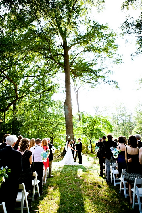 Outdoor wedding ceremony in the spring at Callanwolde Fine Arts Center in Atlanta, GA