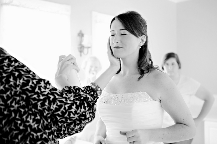 artistic alabama photography of bride getting ready